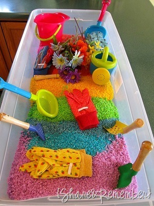 teachpreschool:  (via {Share and Remember}: Rainbow Rice & Garden Sensory Play)