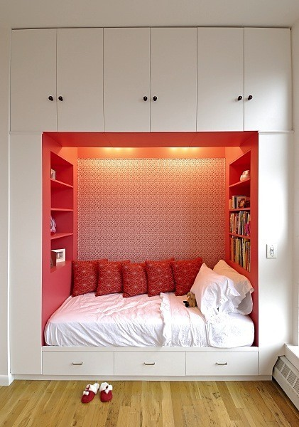 eldritche:  Book 'n bed nook. Gimmie!
