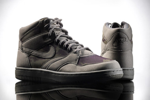 Stussy x Nike Sky Force 88 Mid TZ Not a big fan of the Sky Force collection but this collab has us thinking otherwise. @TheHipHopSocial