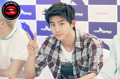 [fansign Look Optical @ Shinchon] handsome Taecyeon