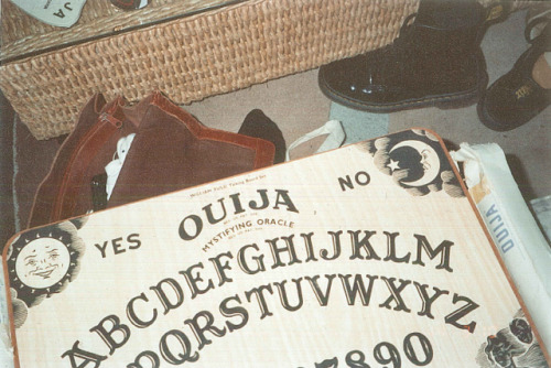 lemoncurse:  ouija by pearled on Flickr.