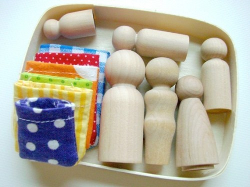 (via The Family Box Natural Wooden People Playset by MamaMayI on Etsy)