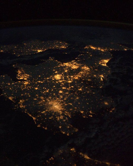 "thunder-in-our-hearts:  ""Italian astronaut Paolo Nespoli photographed Great Britain from space during his mission aboard the International Space Station."""