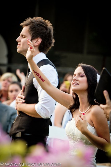 here2love:  yeah…i definitely want to worship at my wedding :) i want God to live and move in every part of my life, including my wedding someday.