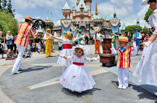 mickeyandminnie:  Mini Mary!  (by Disney-Grandpa)  those are my children!!!  ok…not THOSE ones specifically…but my kids will be wearing those costumes at some point in time