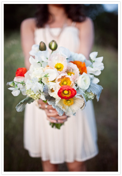 weddingwhimsy:  I'm starting to love poppies as much as peonies…. hmmm :-)