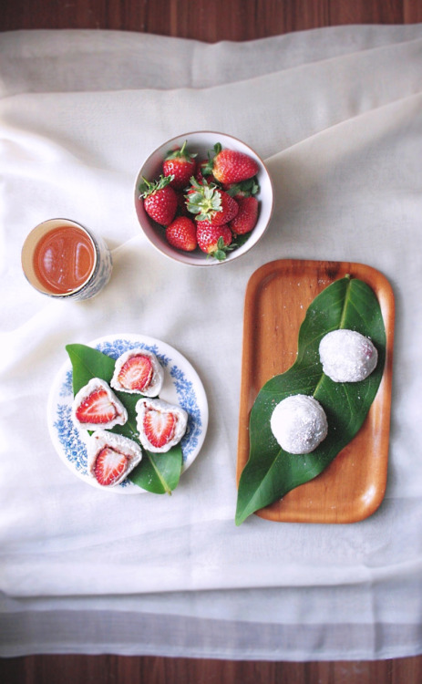 boyfriendreplacement:  peegaw submitted Ichigo Daifuku (Strawberry Mochi)  all i can thing is: FARRA'S BEEDAY. (whittlez, i already have you planned)