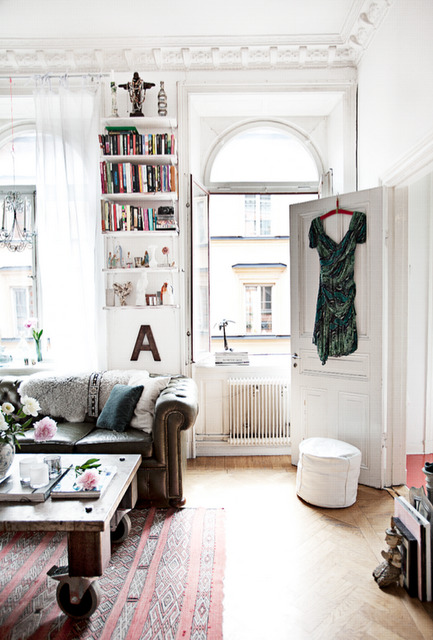 I heart this apartment. Take me to Paris immédiatement!