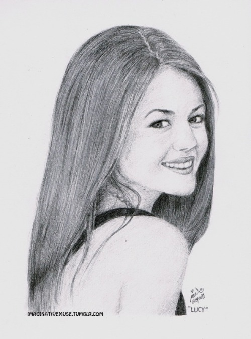 """LUCY HALE"" —> reference picture"