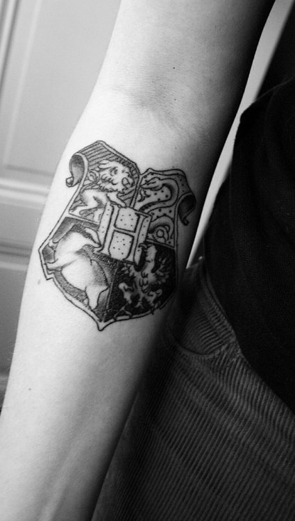 fyeahfandomtattoos:  The Hogwarts crest