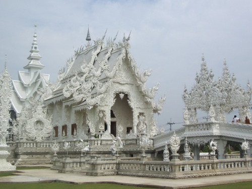 The Wat Rong Khu Temple, Thailand (via The world's incredible temples)