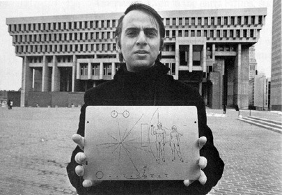 mtraptor:  Carl Sagan holding the Pioneer Plaque.