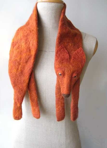 The Foks is a fox-shaped scarf, designed by Celapiu and made entirely by hand. You can buy here