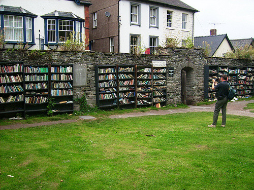 bookmania:  Open Air Book Shop, Hay Castle, Hay-on-Wye, United Kingdom (by Udopics)