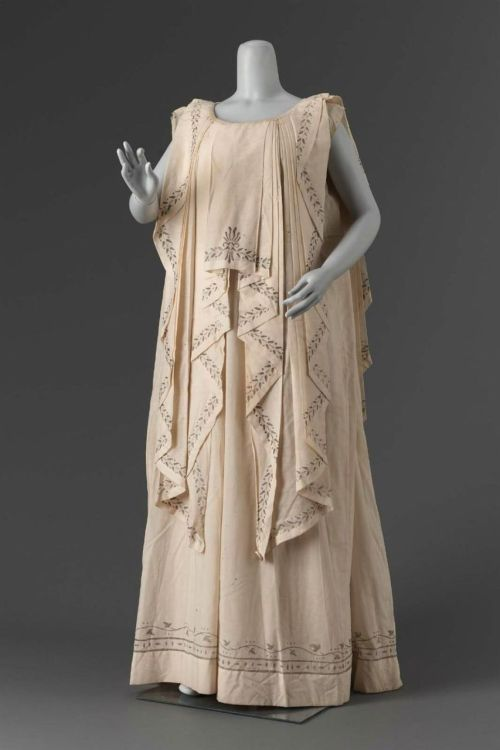 Grecian pageant costume, ca 1900 United States (Massachusetts), MFA Boston