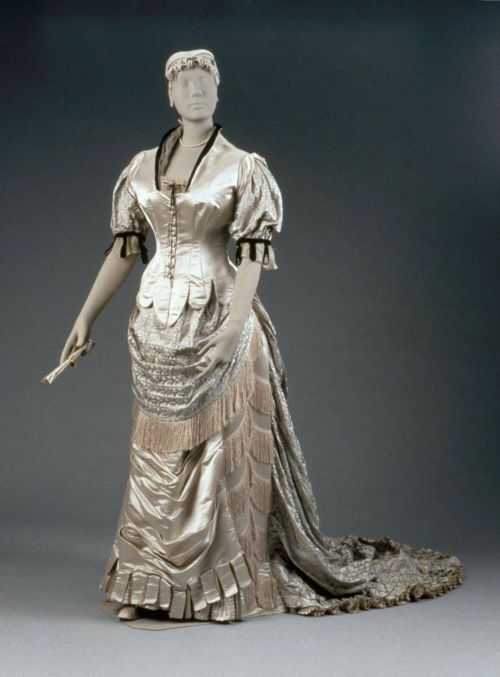 Evening dress by House of Worth, 1880-85 France (Paris), MFA Boston