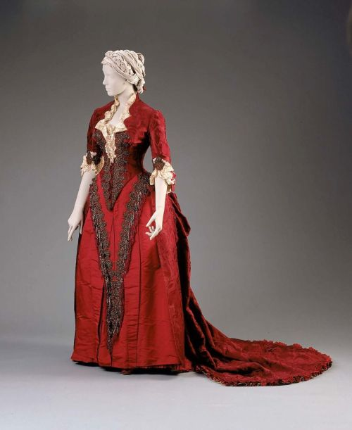 Reception or dinner dress by House of Worth, ca 1883 France (Paris), MFA Boston