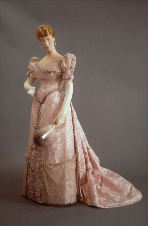 Evening dress by House of Worth, 1885-90 France (Paris), MFA Boston