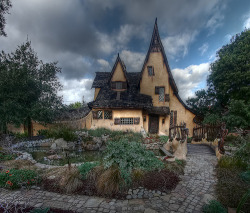 The Witch's House in Beverly Hills (by Dave Toussaint (www.photographersnature.com))
