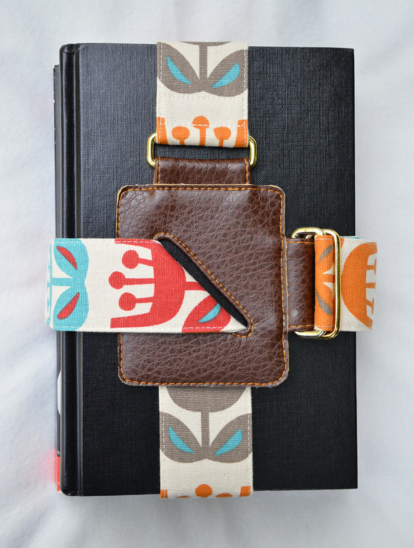 Book Strap Tutorial | How About Orange When I first saw this tutorial, I was like - I bet I wouldn't be able to get that buckle anywhere in Australia… and then found out it was part of the tutorial! WIN! This is truly an awesome DIY idea. Especially for those of us who insist on carrying all the books and not making two trips, or those of us studying and need a way to carry all those heavy tomes. There are also quite a few people i know who would need this for their diaries because they insist on keeping every possible thing in them.