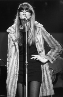 Françoise Hardy, vintage, sunglasses, live, black and white