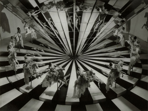 Still from Dancing Lady, 1933, dir. Robert Z. Leonard © Ted Allan / Fondation John Kobal from Amazing vintage Hollywood, vol.1