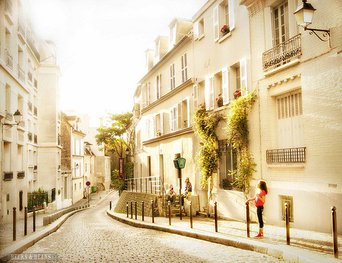 In Between Days - Montmartre, Paris (by BeersandBeans)