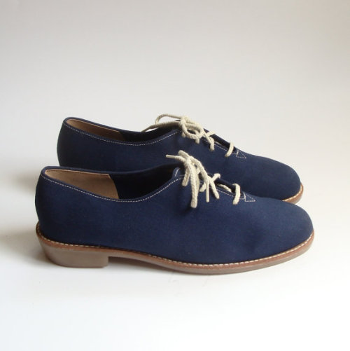 vintageshoelove:  (via size 85 Vtg Navy Blue Canvas Oxfords 80s by OldBaltimoreVintage)