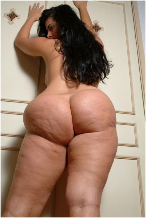 A pleasant sight after a long Monday. Enjoy. http://www.xtreme-curves.com/tiane_babe_d0001.php?id=1834088