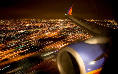 Landing in a Southwest 737 By: thewallpapers