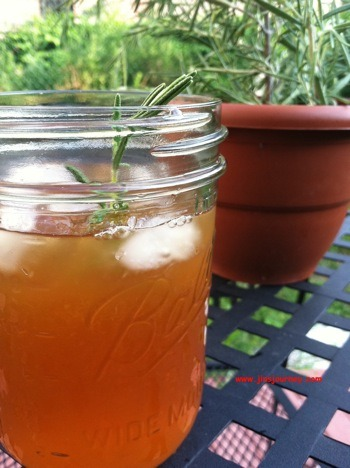 Happy Summer folks! Here is some Rosemary Iced Tea for ya!