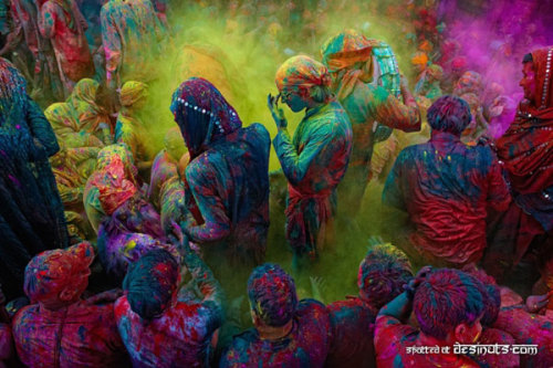 The Holi Festival (Festival of Colors) in India… a Hindu celebration to welcome the return of Spring (via excavation by spoonfuls » Blog Archive » holi.)