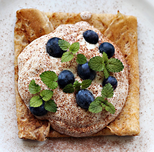 A crêpe with kama mousse and blueberries (by aetalttoa)