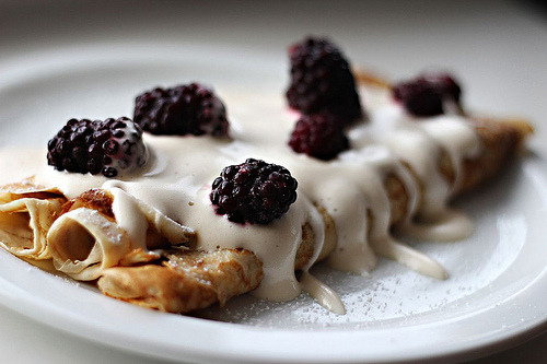 Crêpes with blackberries and zabaglione (by aetalttoa)