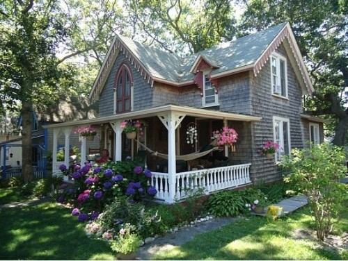 (via Oak Bluffs - eclectic - exterior - boston)