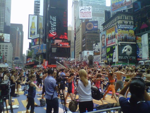 Group Yoga in Times Square!  HOT!! XoMat