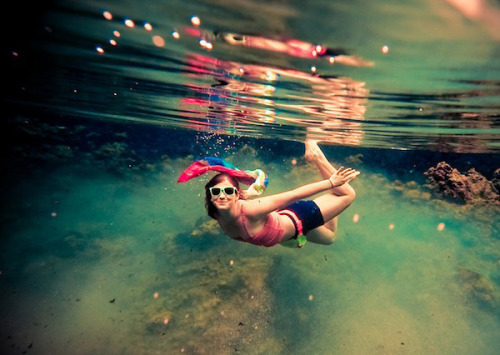 photojojo:  Don't let a little water intimidate you! Underwater photography is as easy as nabbing a $15 camera and shooting from the right angles. Here are easy to follow 15 tips for what to shoot with and how. How to Shoot the Best Underwater Photos Ever Photo by Sarah Lee