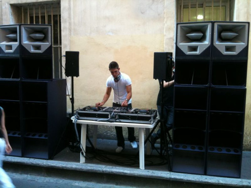 awesome dj at aix's fête de la musique. posted for my dj, of course. same guy who did the latin stuff i'm posting next.