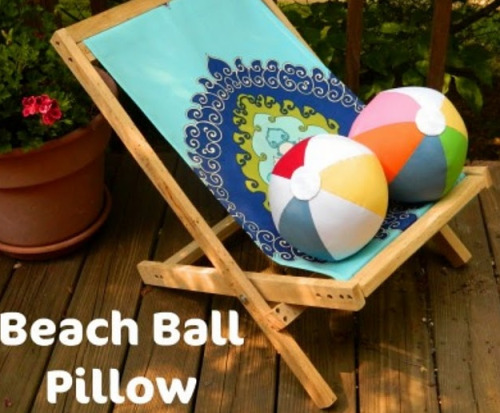 This Beach Ball pillow is too fun! Get the tutorial over on Make It Lovely.