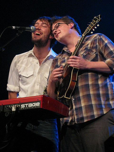 ellelamae:  Mumford & Sons - 11.09.10 by red colored stars on Flickr.