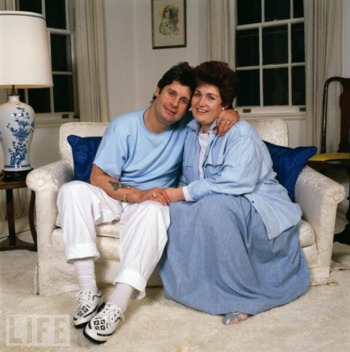 Ozzy and Sharon Osbourne from 1987 Don't they look like the sweetest, most clean cut married couple?  Via