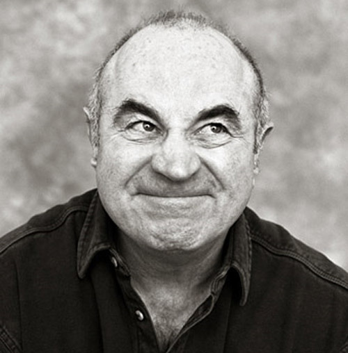 Bob Hoskins joins Snow White And The Huntsman Bob Hoskins, Eddie Izzard and Toby Jones have all signed up to play dwarfs in Snow White And The Huntsman.Yesterday's casting news had Ian McShane enlisted to play Caesar, the leader of a gang of dwarfs, which seems to have pushed along negotiations for the trio.According to Heat Vision, Hoskins will play blind dwarf Constantine, Izzard burly dwarf Tiberius and Jones a timid dwarf called Claudius.