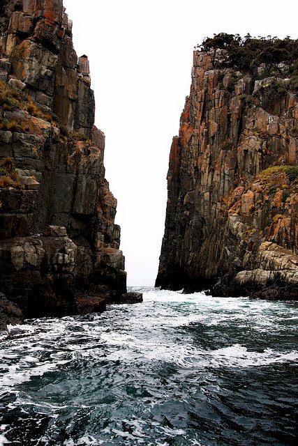Tasmanian cliffs by Amb00e
