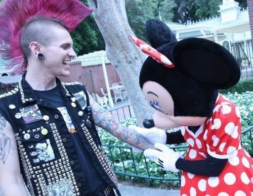 derringer-darling:  Even punks love Disneyworld