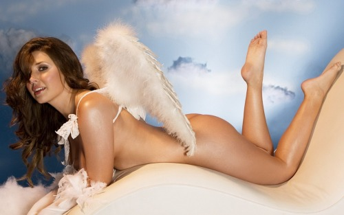 Erica Campbell looks like a legit angel to me :)