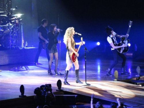 MineTaylor Swift Buffalo, NY June 21, 2011 Photo by Allyson Willoughby