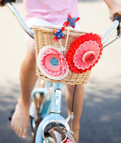 a-ladys-findings:  Decorate your bicycle this summer with cute pinwheels or paper flowers.