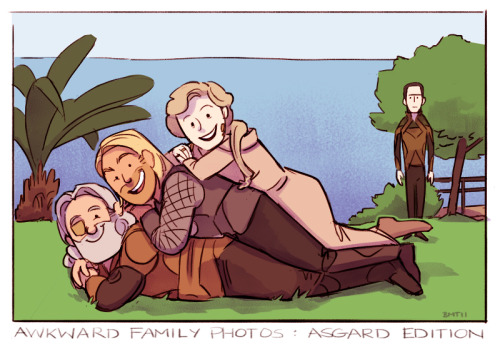 fumettimarvel:  Awkward Family Photos - Asgard Edition  oh loki…