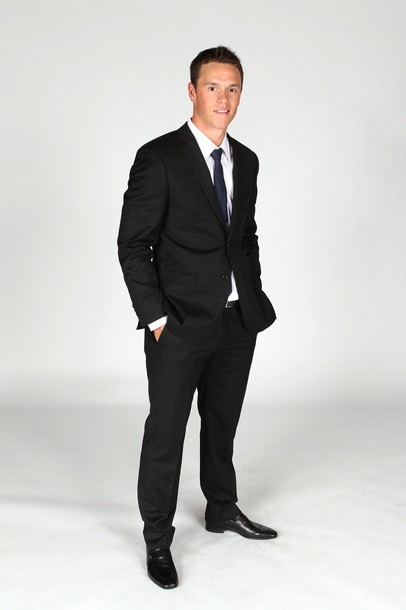Jonathan Toews. Chicago Blackhawks. NHL Awards 2011. Ugh, I kinda hate your face, Jonathan. I mean, your skin looks great. You always have a nice, healthy glow. The suit is nothing wonderful, good fit. I love the shoes though. You get a pass.