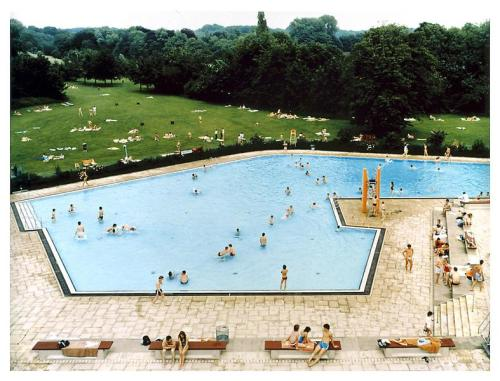theories-of:  Andreas Gursky-Swimming Pool, Ratingen, 1987